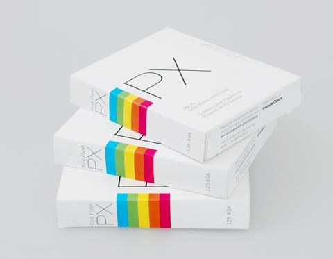 Polaroid снова делаеть цветные снимки