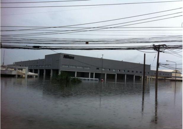 Наводнение на заводе Nikon обещает задержку релизов