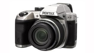 Новая дигитальная камера Pentax X-5 с 26x зум-объективом, имеющим самое широкое фокусное расстояние.
