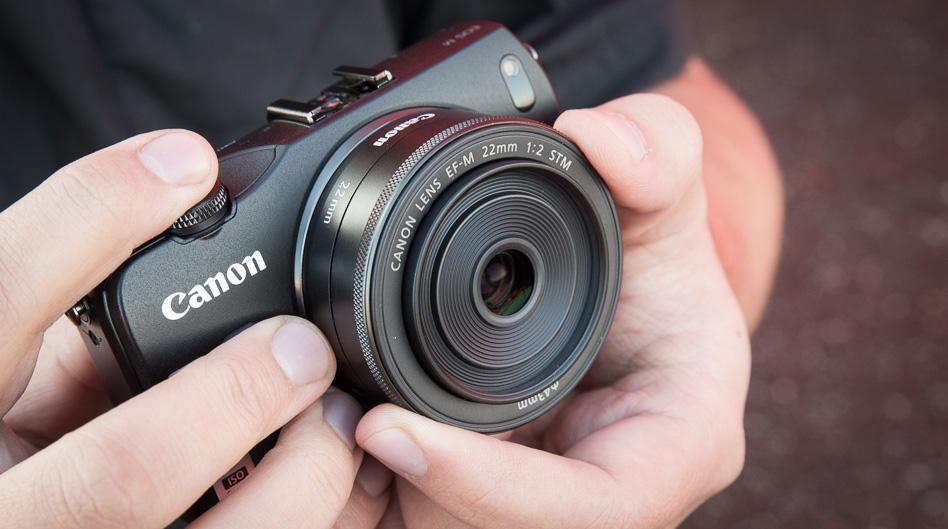 Что в коробке: беззеркалка Canon EOS M