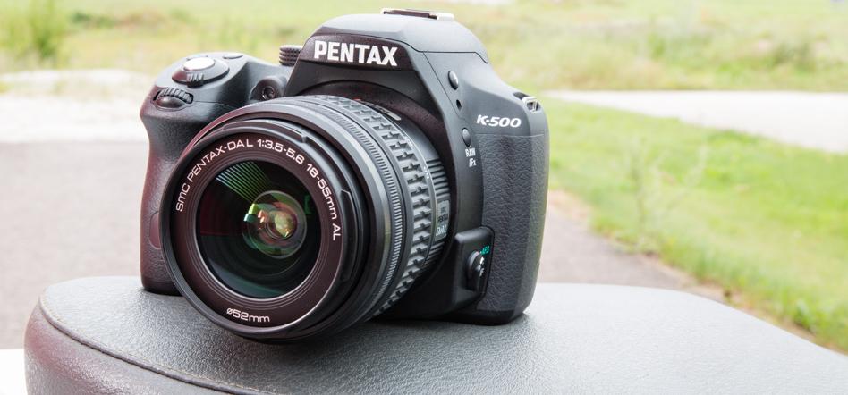 Что в коробке: зеркальная камера Pentax K-500.