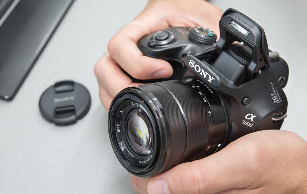 Что в коробке: беззеркальная камера Sony a3000.