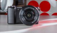 Что в коробке: беззеркальная камера Sony a5000