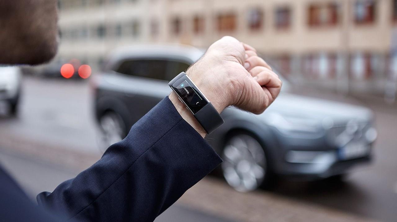 CES 2016: Новым автомобилям Volvo можно будет давать указания через смарт-браслет