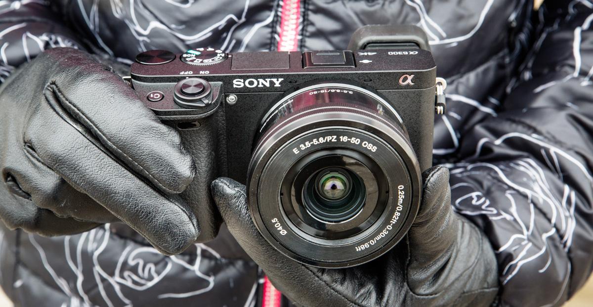 Что в коробке: беззеркальная камера Sony A6300