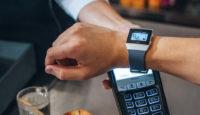 Банк на вашем запястье - используйте для платежей смарт-часы Fitbit