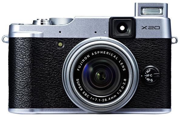 Fujifilm X20 kompaktkaamera näitab pildiotsijas säriinfot ja lubab kiiret autofookust