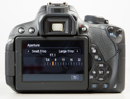 canon-eos-700d-peegelkaamera-photopoint-210