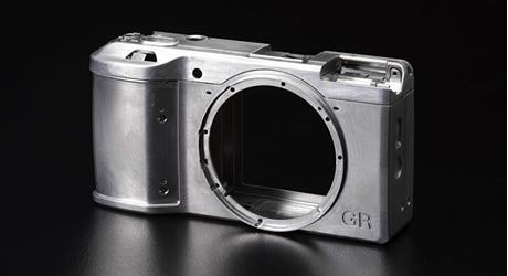 Karbist välja: suure sensoriga väike kompaktkaamera - Ricoh GR
