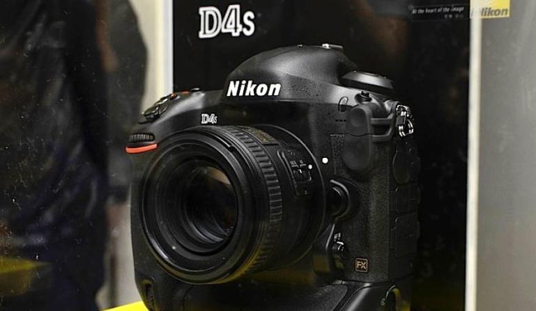 Nikoni teatab profiklassi peegelkaamera D4s arendamisest. Näitab prototüüpversiooni