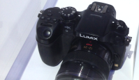 Panasonic näitab 4K videot filmivat hübriidkaamerat