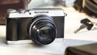 Olympus SH-1 on stiilse välimuse ja 24x suumiga kompaktkaamera