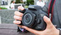 Canoni kompaktne 24mm f/2.8 pannkookobjektiiv Photokina 2014 fotomessil
