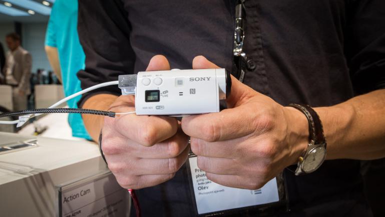 Sony Actioncam Mini - käed küljes Photokina 2014 fotomessil
