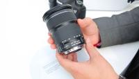 Canonilt soodsa hinnaga 24-105mm suumobjektiiv täiskaadersensoriga kaameratele  - käed küljes Photokina fotomessil