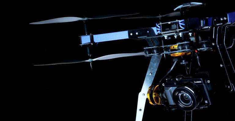 3D Robotics X8+ on esimene tavakasutajatele mõeldud droon mis suudab kanda hübriidkaamerat