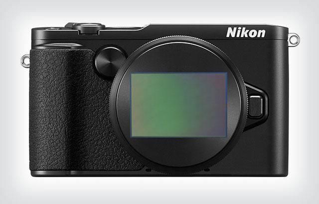 Kuumad kuulujutud: Nikoni arenduses olev hübriidkaamera on täiskaadersensoriga