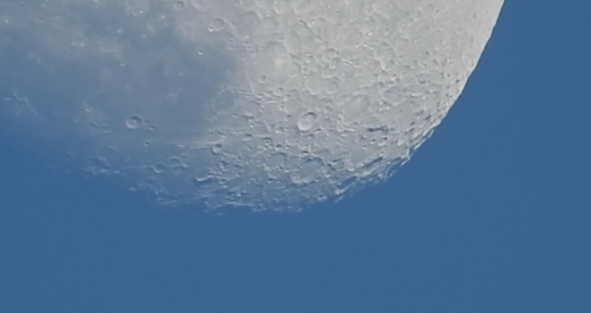 Muljetavaldav: Nikon P900 83x suumiga saab jälgida kuu liikumist
