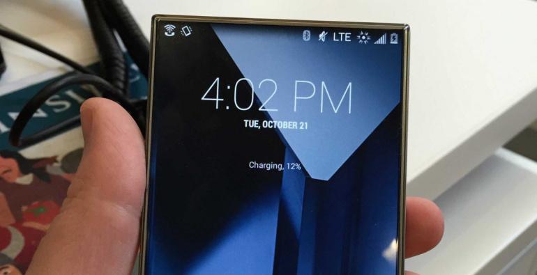Sharp'i uudne ekraan lubab nutitelefonid veelgi õhemaks muuta