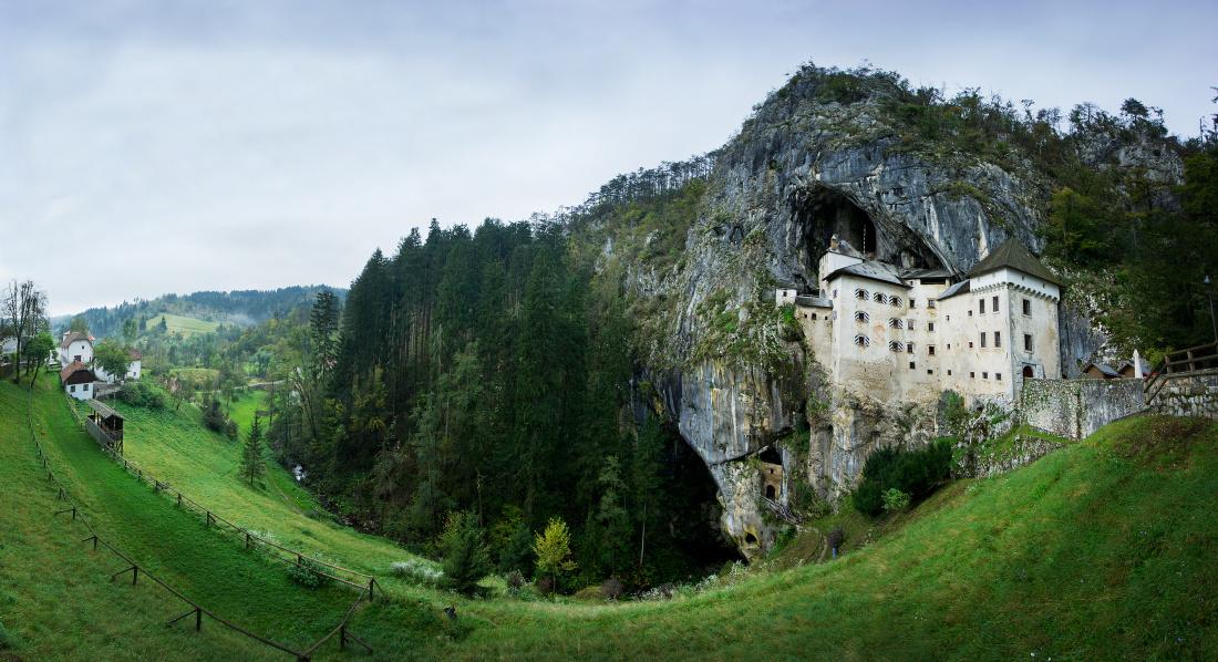 postojna_castle_-_sloveenia