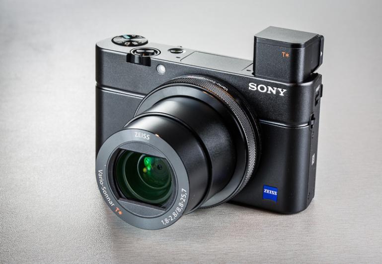 Sony kompaktkaamerad RX100 IV ning RX10 II said tarkvarauuenduse