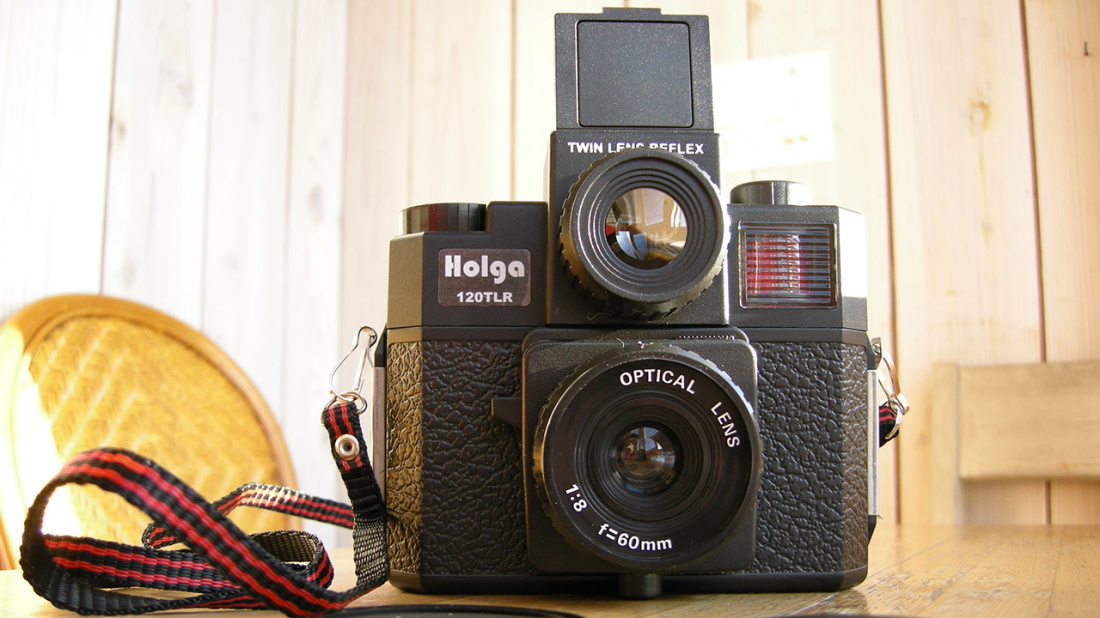 Holga_120_TLR_Medium_Format_Plastic_Camera_(Black)