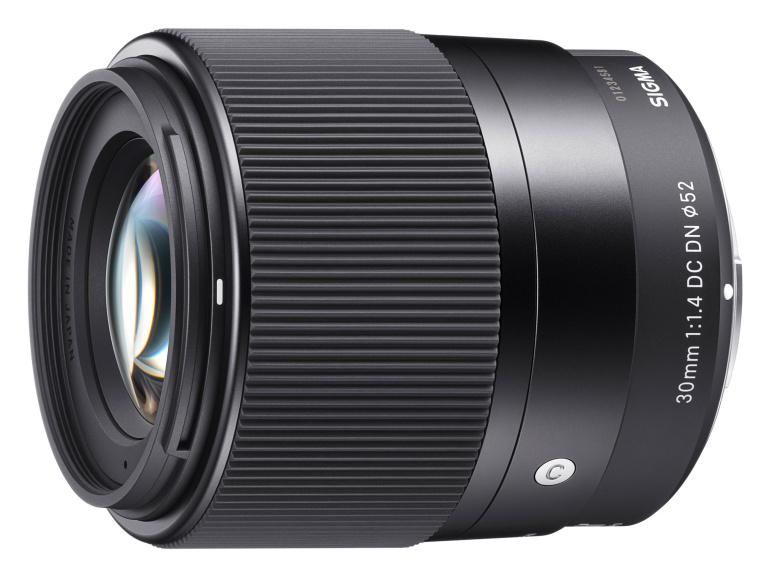 Sigma 30mm F/1.4 DC DN on taskukohane valgusjõuline objektiiv hübriidkaameratele