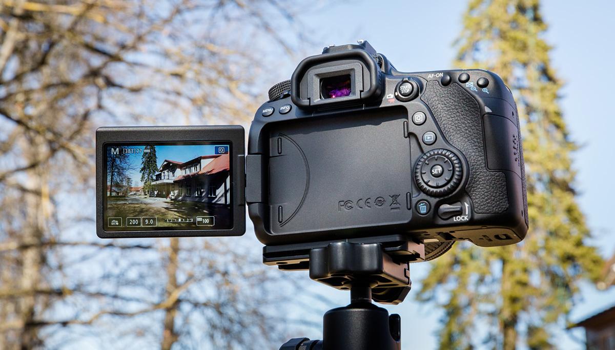 canon-eos-80d-reklaam-1-305-small