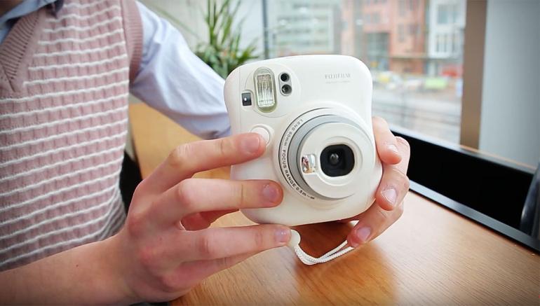 Vaata, kuidas Fujifilm Instax kiirpildikaamera foto kohe valmis teeb