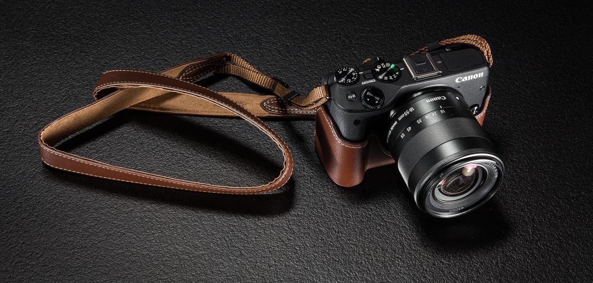 Canon EOS-M3 hübriidkaamera erikomplektis on 16 GB mälukaart ja retrostiilis vutlar