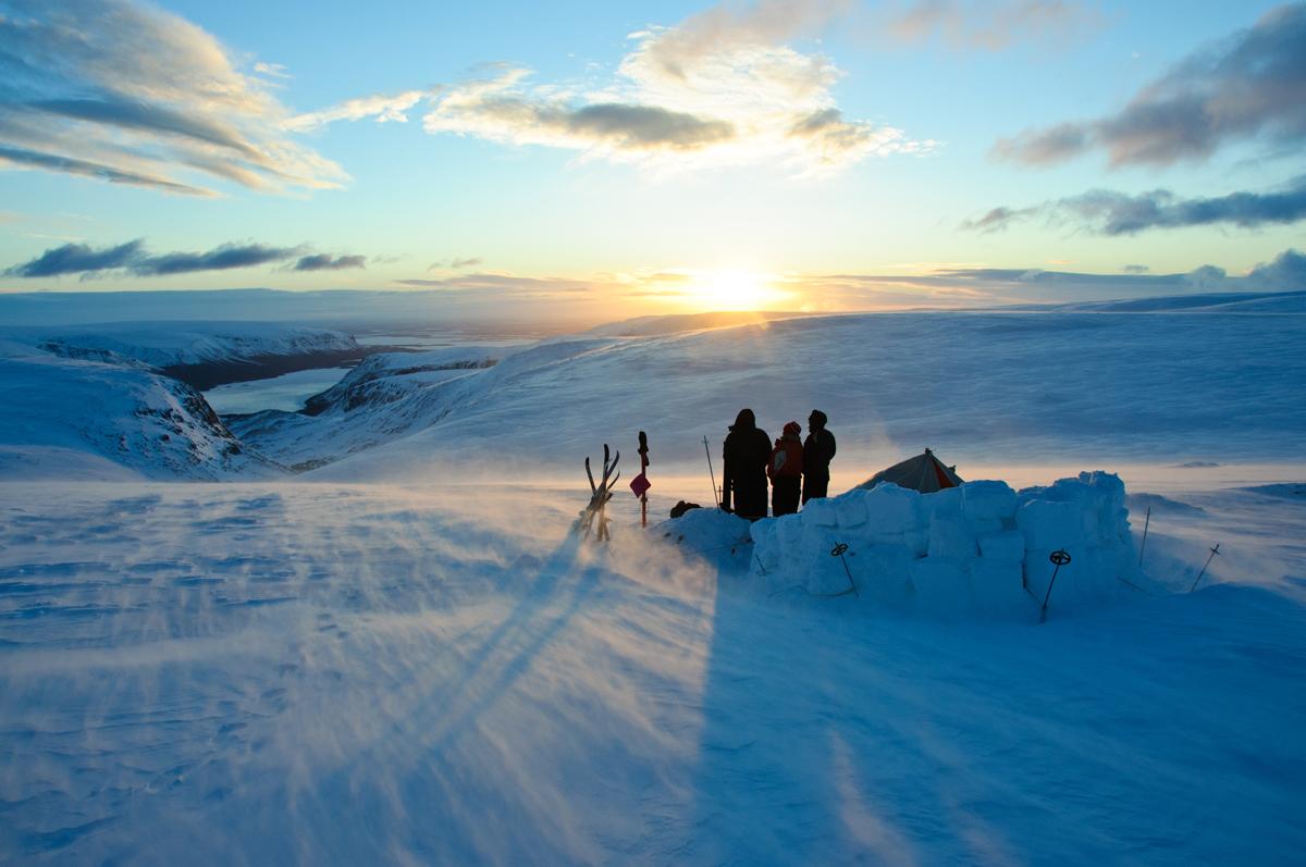 Hommik pärast eksimist lumetuisus. Vaade Seidjärvele (Koola poolsaar)