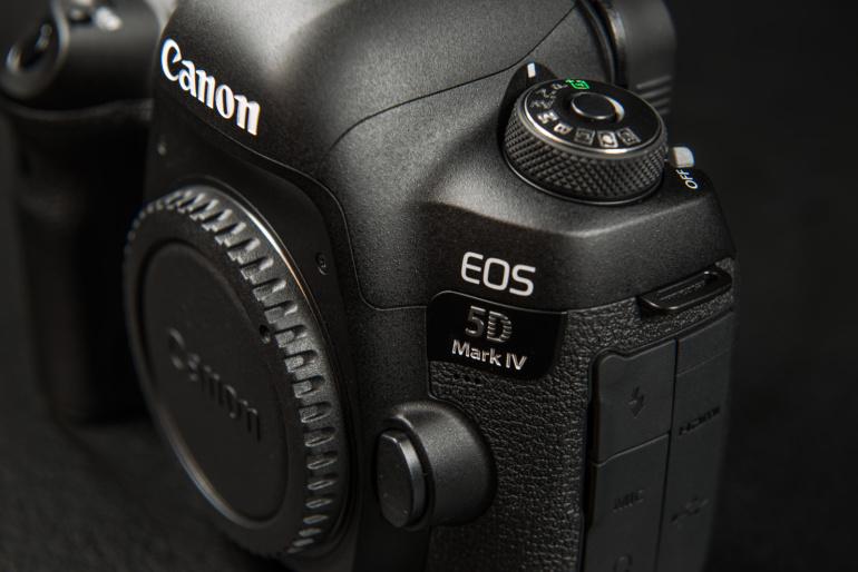 KARBIST VÄLJA: Canon EOS 5D Mark IV peegelkaamera