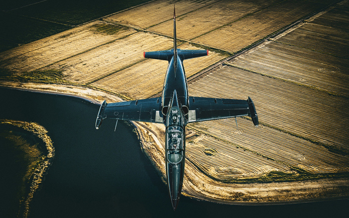 Celebrity Advertising Photographer Blair Bunting re-creates Top Gun with fighter jets in California.