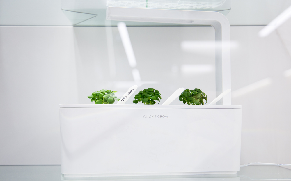 click-and-grow-smart-herb-garden-photopoint