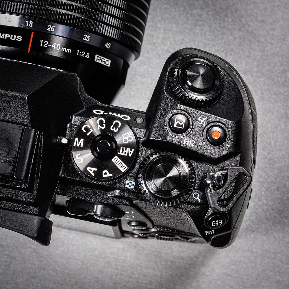 olympus-om-d-e-m-1-hybriidkaamera-photopoint-105-small