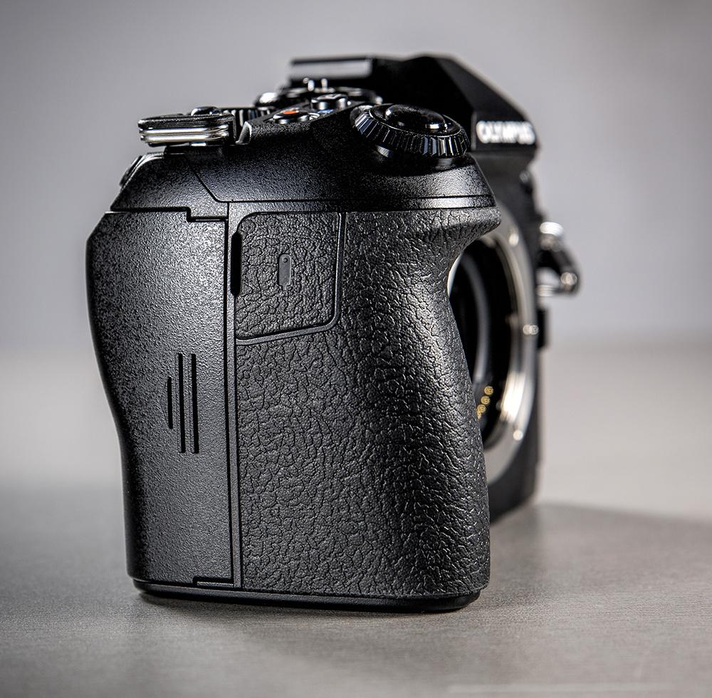 olympus-om-d-e-m-1-hybriidkaamera-photopoint-108-small