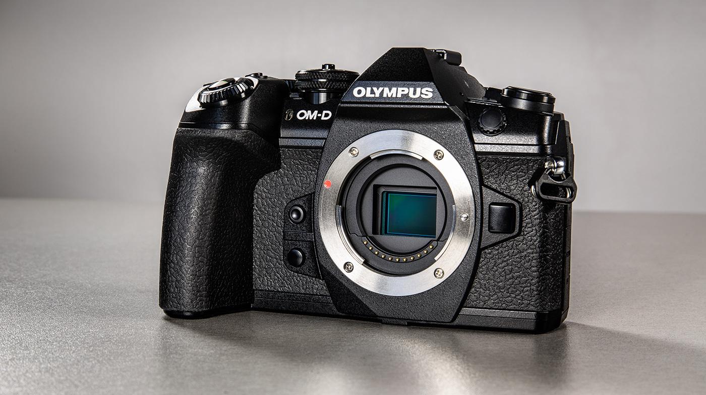 olympus-om-d-e-m-1-hybriidkaamera-photopoint-8-small