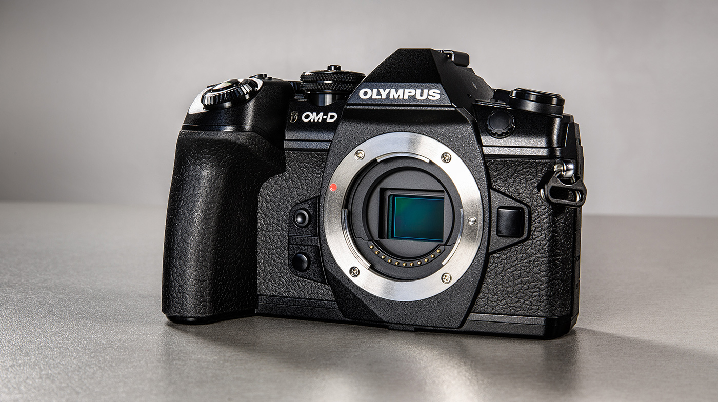 olympus-om-d-e-m-1-hybriidkaamera-photopoint-8-small