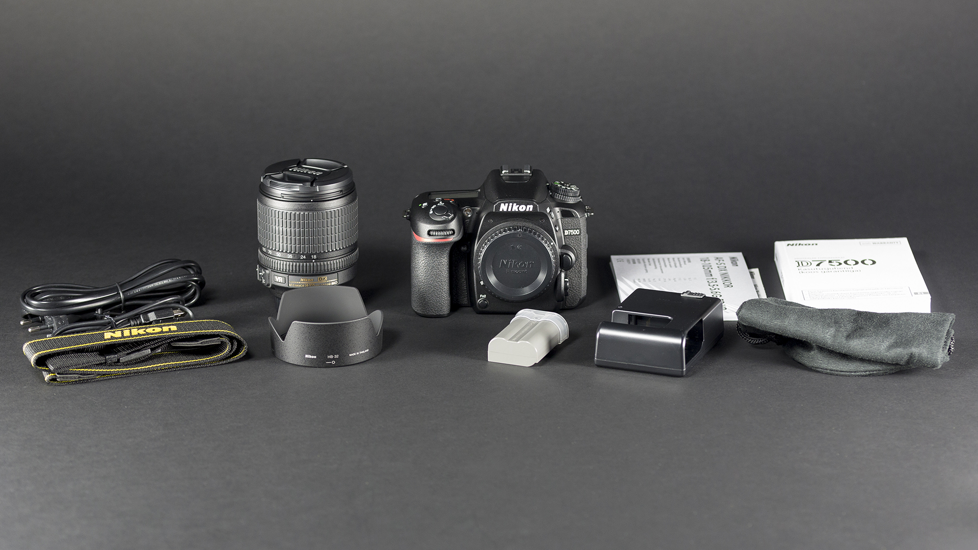 f334134eb47 Kaamera ning objektiivi karpide peale kokku tuleb karpidest välja järgnevad  asjad: kaamera kere, objektiiv (Nikkor AF-S 18-105mm f/3.5-5.6 G ED VR  antud ...