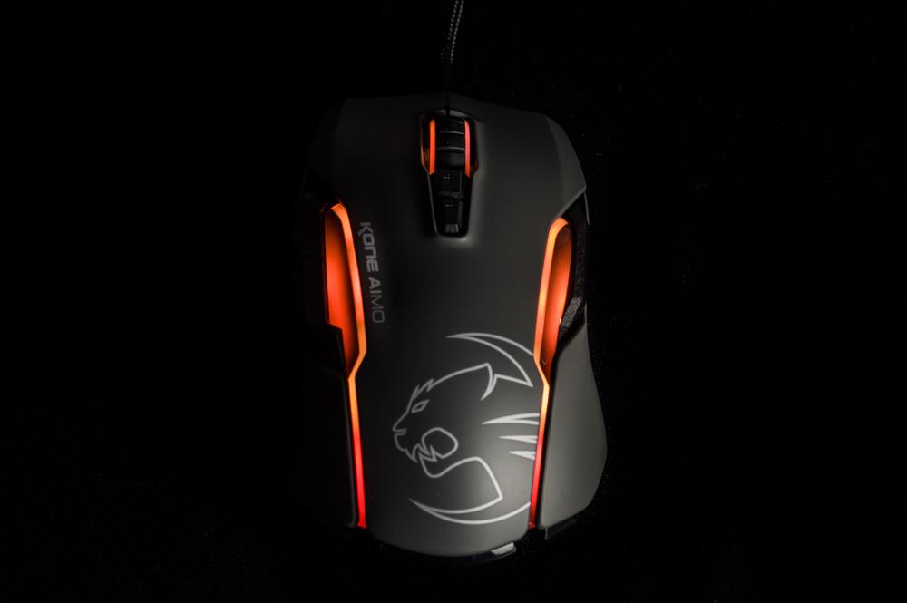 Karbist välja: lummava valgustusega Roccat Kone Aimo hiir