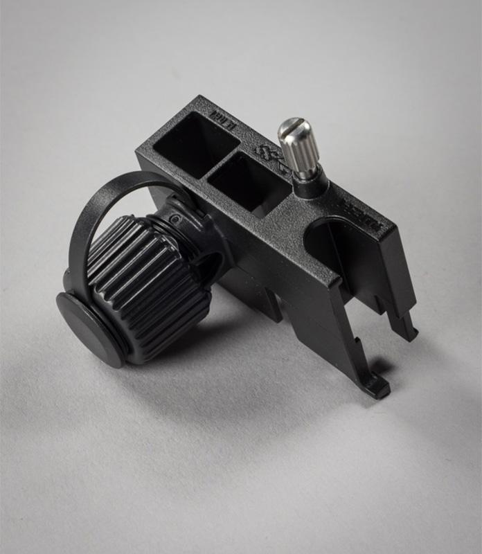 00bb2d03805 Karbis on kaasas plastikust seadeldis, mille otstarve ja kasutamisviis  esmapilgul segadusse võib ajada. Tegemist on nö kaablifikseerijaga.