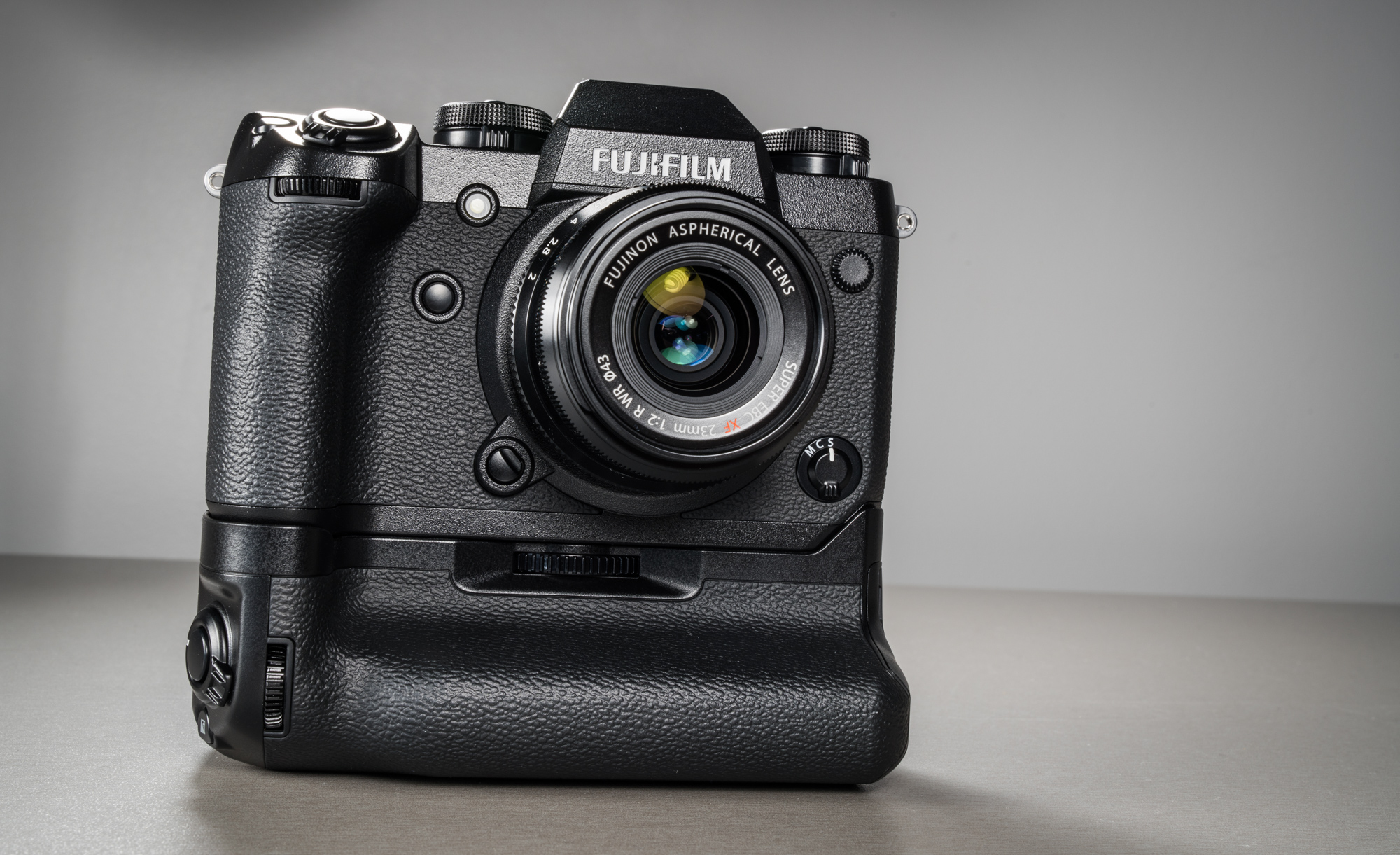 fujifilm-x-h1-hubriidkaamera-photopoint-14