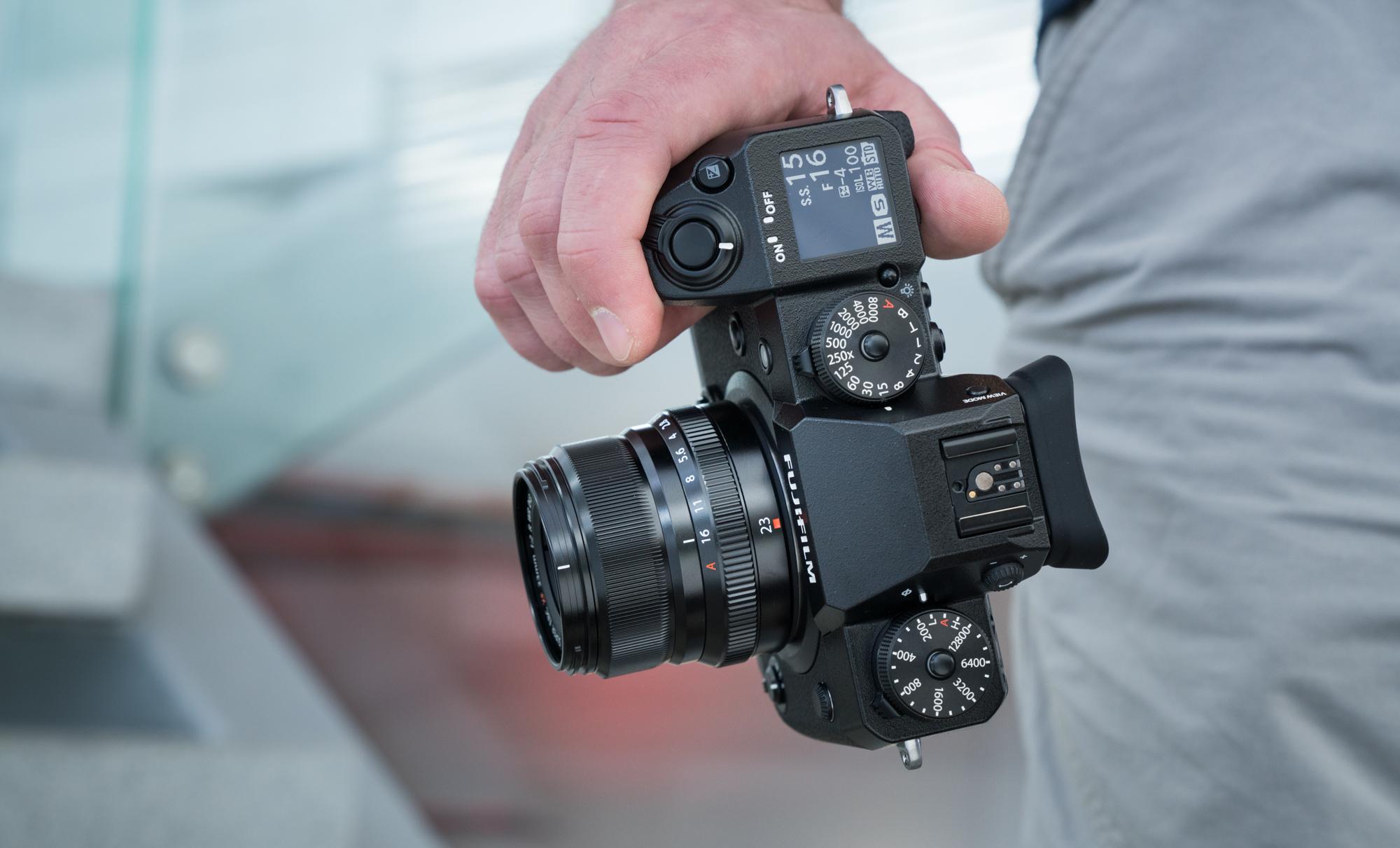 e9e14d3f822 Panasonicu tippklassi hübriidkaamerad on populaarsed just videomeeste seas.  Panasonic G9 hübriidkaamerat karbist välja võttes nägime, kuidas see püüdis  olla ...