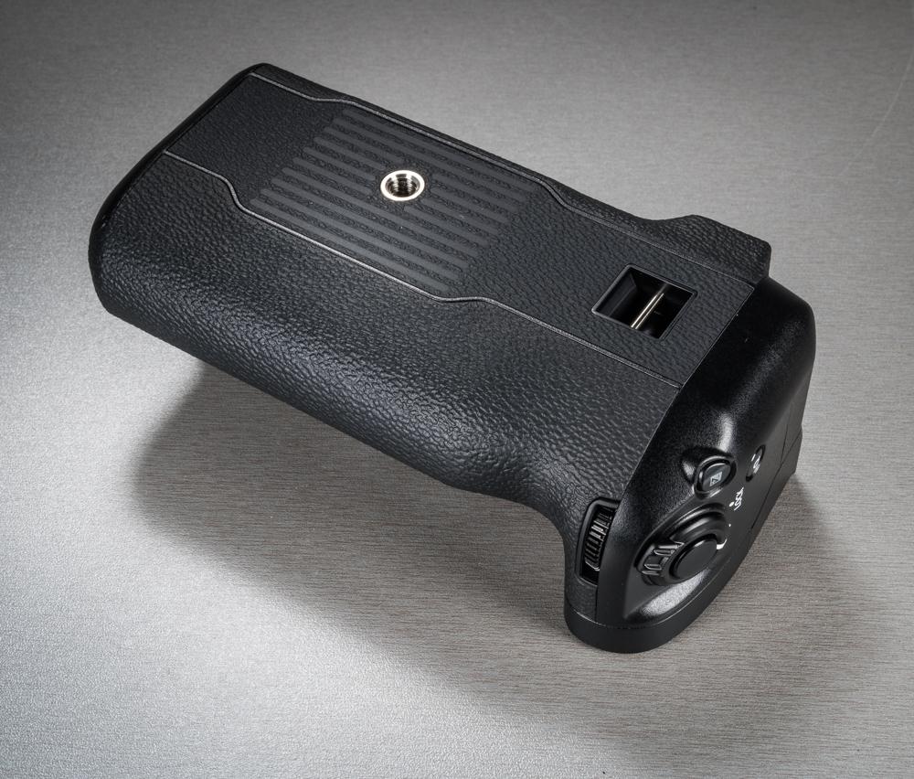 530e1b5ac18 Ning loomulikult on kaameraga kaasas ka akutald – või nagu Fujifilm ise  seda nimetab – Vertical Power Booster Grip. See on väärt tald, sest lisaks  pikemale ...