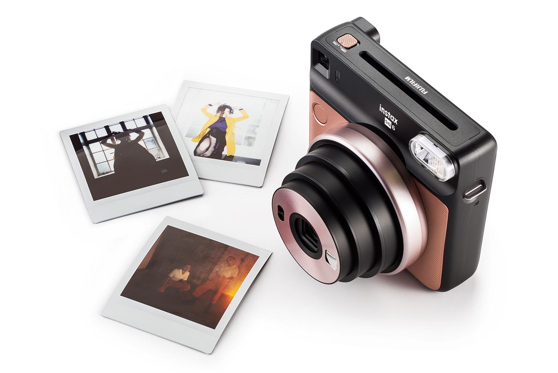 Fujifilm Instax Square SQ6 fotoaparaat teeb analoogmeetodil ruudukujulisi kiirpilte