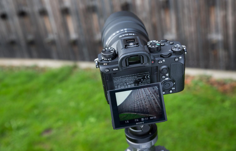 Sony teatas tarkvarauuendustest tervelt kaheksale hübriidkaamerale