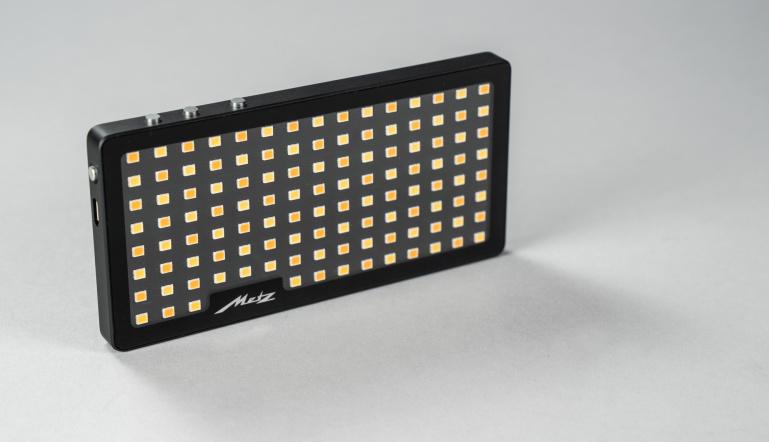 Metz esitleb nutitelefoni mõõtu LED valgustit Mecalight S500 BC