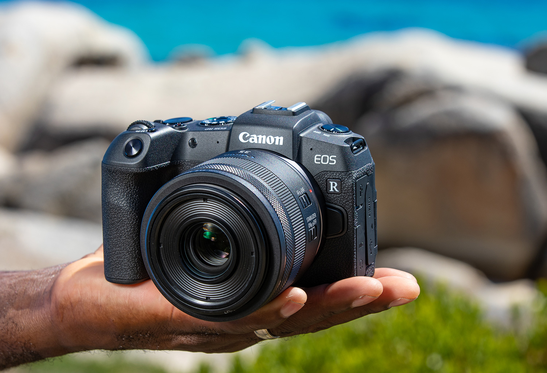 Canon EOS RP täiskaadersensoriga hübriidkaamera on pisem ja soodsam