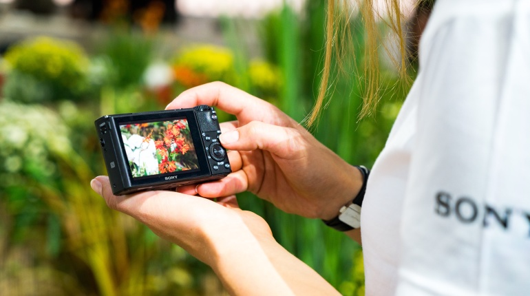 Maailma parima taskukaamera Sony RX100 perekond on saadaval magusate suvehindadega