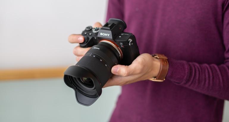 Käed küljes: Tamron 17-28mm F/2.8 Di III RXD lainurkobjektiiv Sony hübriidkaameratele